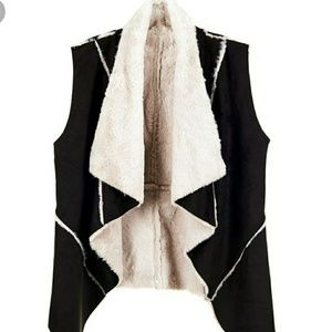 Coco & Carmen Faux Sherpa Black Winter Vest